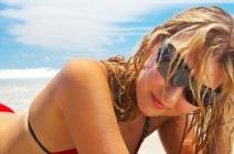 Fryzury na plażę, czyli letnia stylizacja włosów