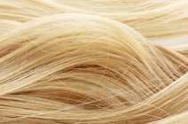 Myślisz jak zrobić fale na włosach? Sprawdź naszych 5 sposobów!