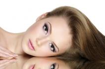 Matowe włosy – sposoby na zwiększenie blasku