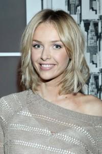 fryzura lob blond włosy