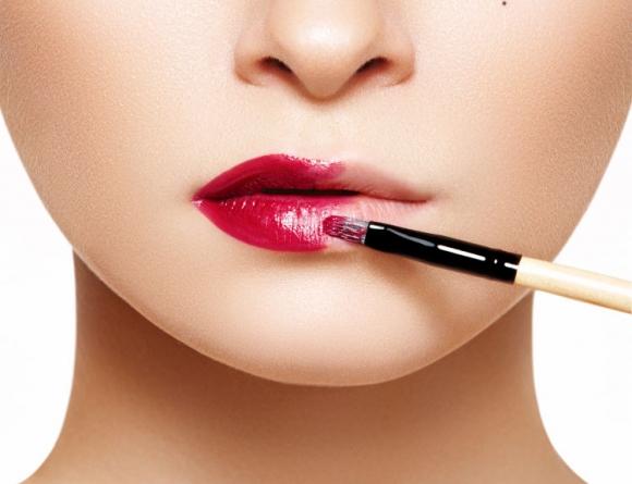 czerwonej szminki