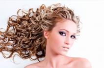 Seksowne loki i fale- kręcone fryzury na lato 2012