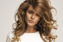 Miodowy kolor włosów