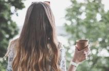 Ombre, sombre, bronde i inne trendy w farbowaniu włosów