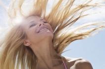 O niszczycielskiej mocy soli morskiej i słońca, czyli pielęgnacja włosów latem