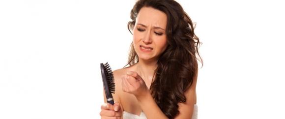 Jak czyścić szczotki i grzebienie do włosów (2)
