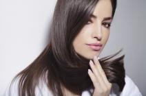Włosy wypadające, przerzedzone – jak sobie z nimi radzić? Porady stylistów