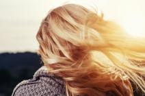 Jak radzić sobie z przesuszonymi włosami ? – Styliści radzą