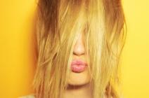 Pielęgnacja włosów farbowanych – czy wiesz o niej wszystko?
