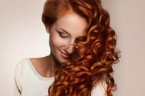Zakręć się na koniec lata! Sprawdź, jak podkreślić skręt włosów.