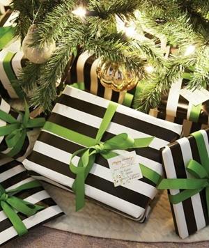 Czerń i zieleń w pakowanoi prezentów