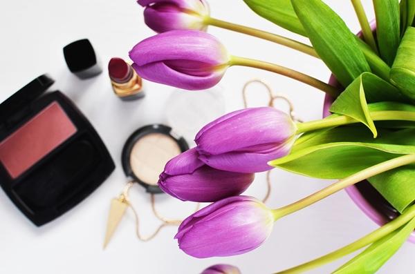 Jak wykorzystać kosmetyki, których data ważności minęła?
