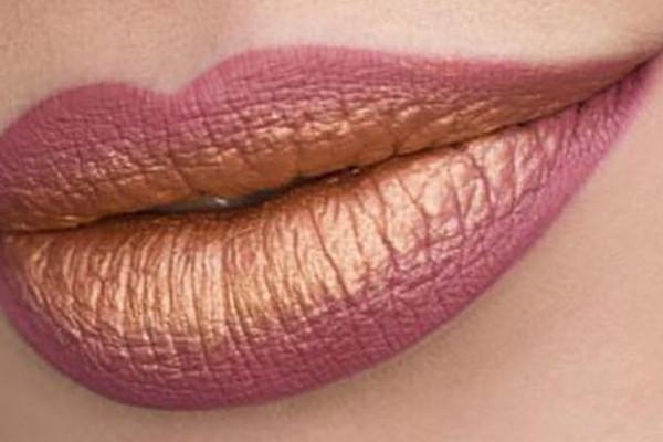 trendy makijaż metaliczny i kolorowe włosy metaliczny makijaż ust