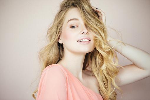 Blondynka rozjaśnianie włosów