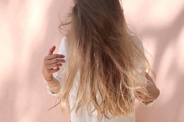 Włosy rozjaśnione - odświeżenie koloru włosów
