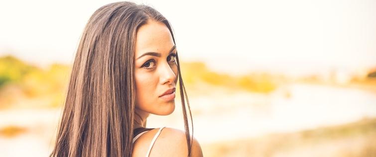 Outdoor beauty,Attractive brunette