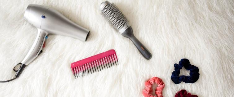 czym układać włosy