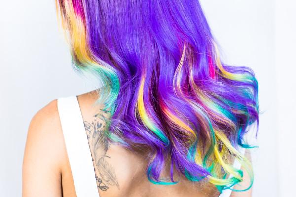 Włosy farbowane na kolorowo