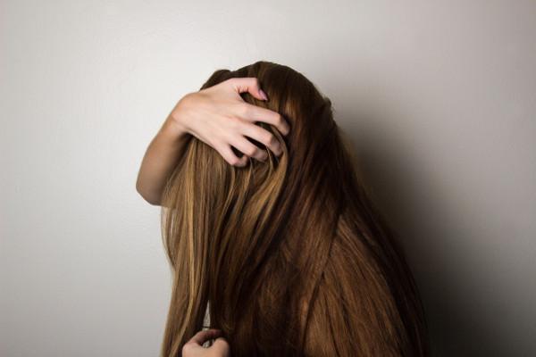 Suche włosy jak nawilżyć