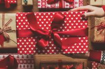 Zestawy kosmetyków na prezent – zobacz najlepsze propozycje!