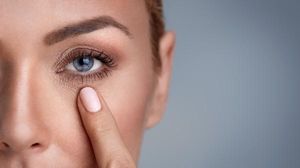 Jak zlikwidować zmarszczki pod oczami ?