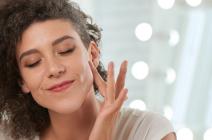Jak stosować serum do twarzy? – praktyczne porady!