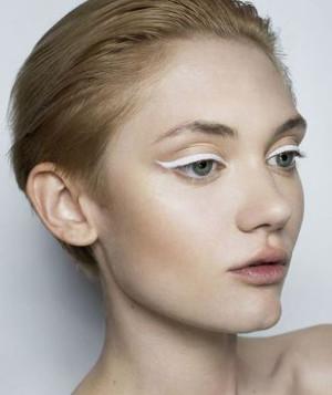 biały eyeliner1