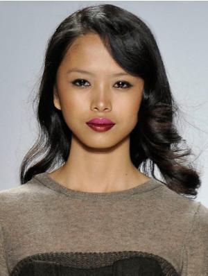 podkreślone usta trendy w makijażu 2020
