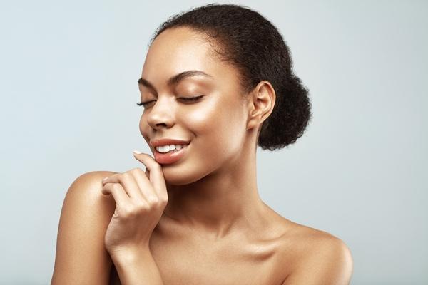 12 sposobów jak rozświetlić twarz.