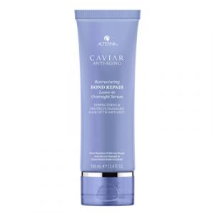 Jak chronić włosy podczas snu? Stosuj kurację Alterna Caviar na noc.
