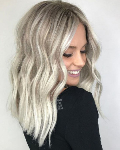 Kolorowe włosy na lato - srebrny